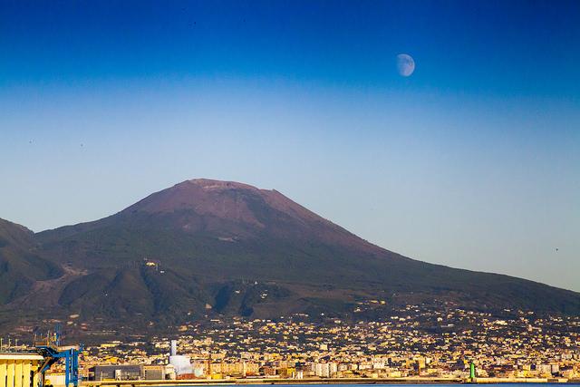 Везувий действующий вулкан