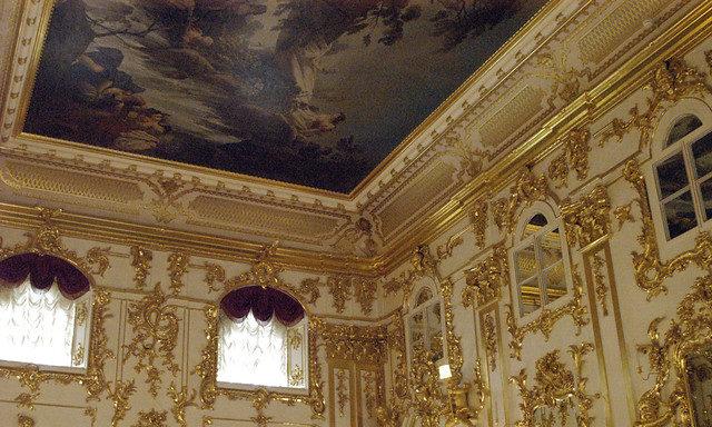 Внутри Петергофского дворца