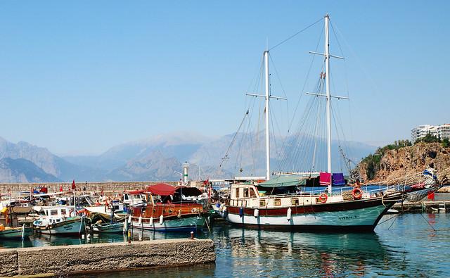 Лодки в бухте Анталии