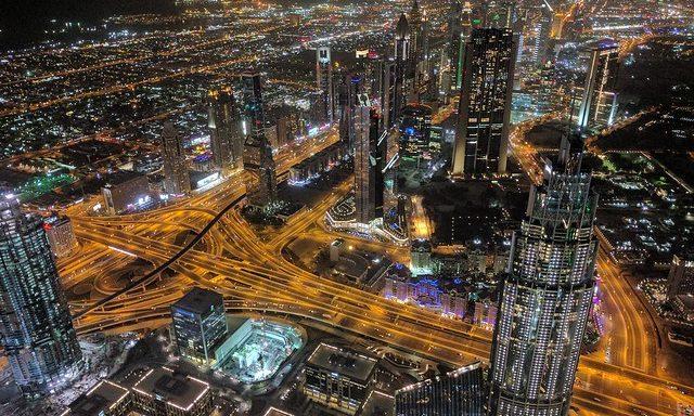 Вид на ночной Дубай с Бурдж Халифа