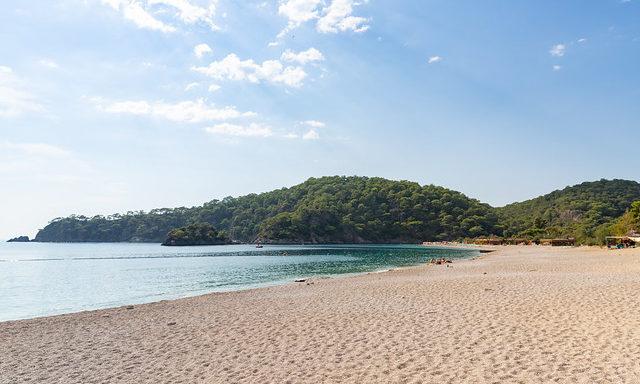 Песчаный пляж Олюдениза